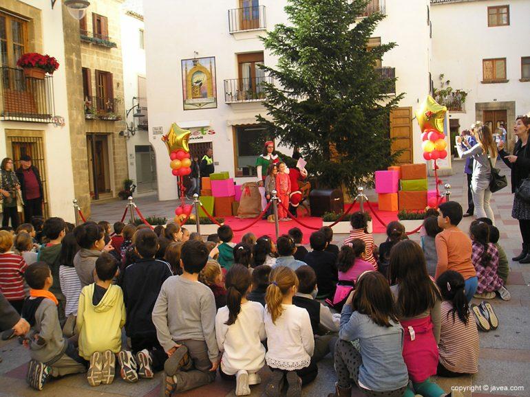 Escolares xabieros con Papa Noel