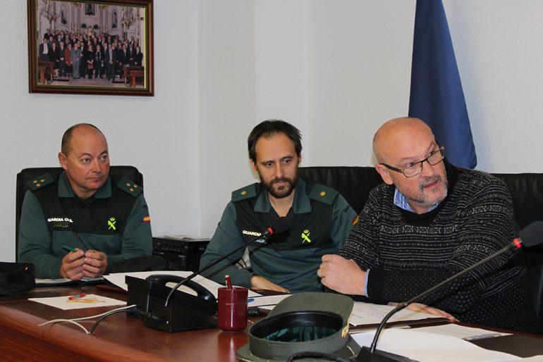 Josep Femenía con miembros de la Guardia Civil