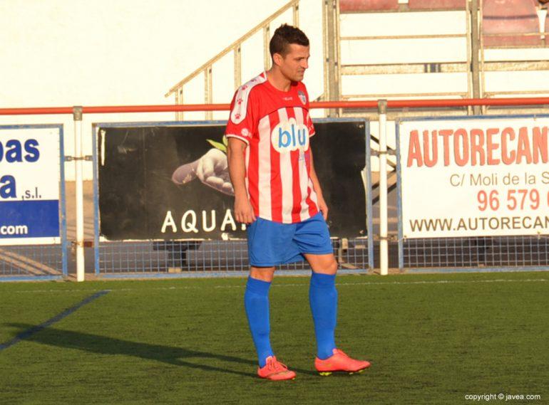 Tony autor del gol del CD Jávea en Alcoy