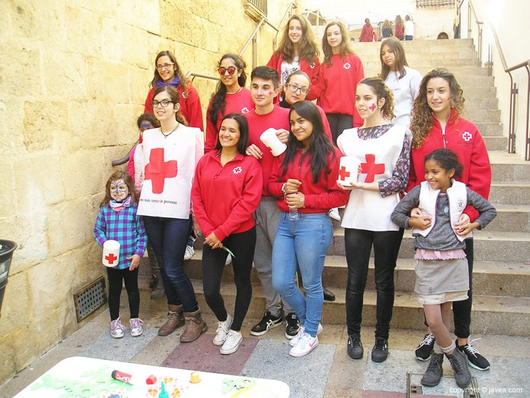 Jóvenes voluntarios de Cruz Roja Xàbia
