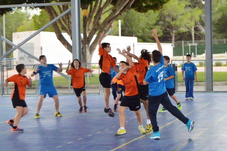 Alevines del CH Xábia durante un partido