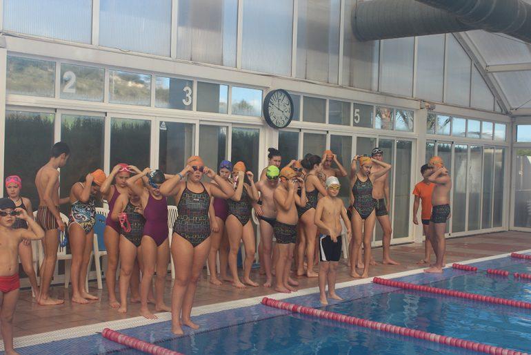 Escolares en la piscina de Benitatxell