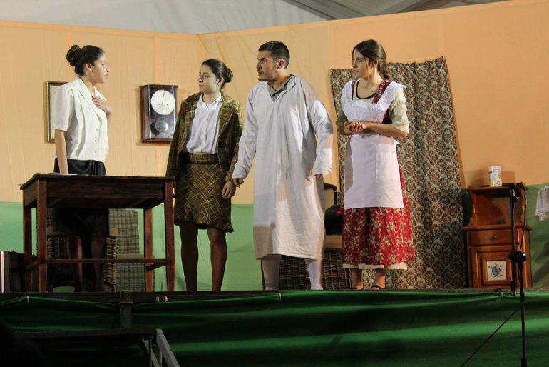 Festeros representando un sainete