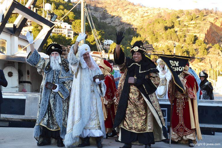 Los Reyes salundando a la gente