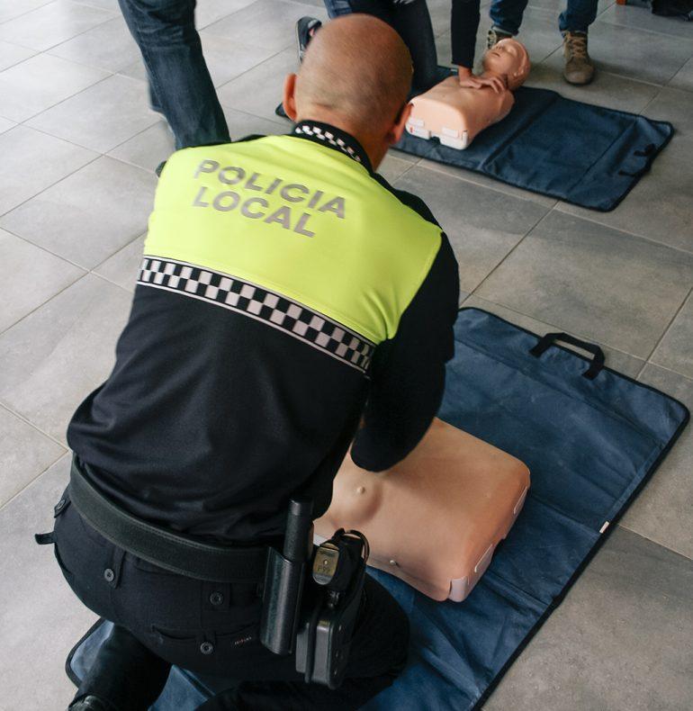 Policía Local en un curso de reanimación