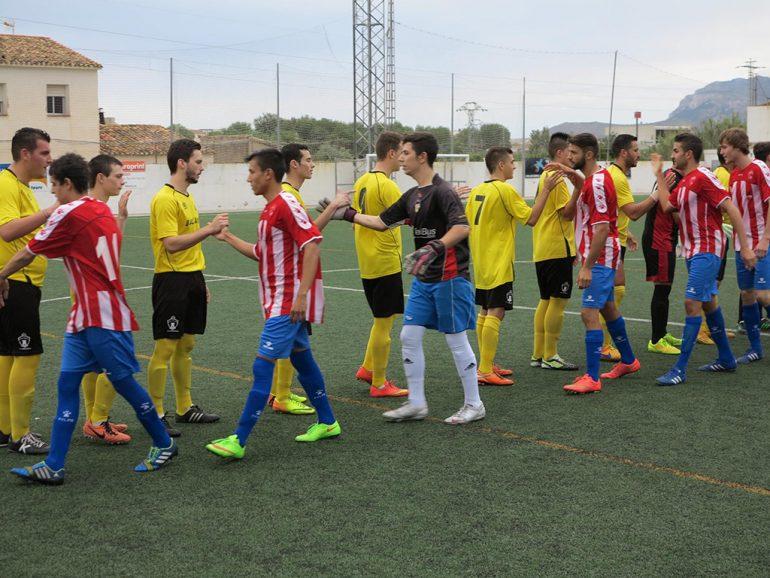Saludos entre jugadores de UD Ondarense y CD Jávea B