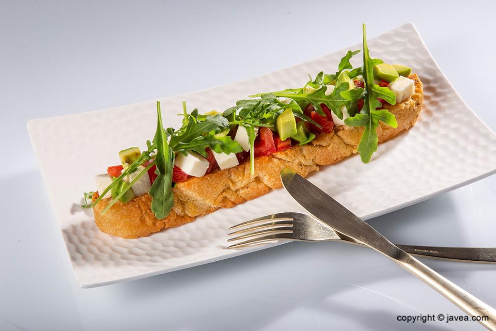Tostada con aguacate – Restaurante Giulia