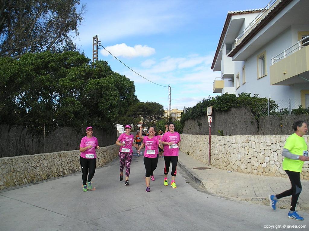 Grupo de féminas en La Caleta