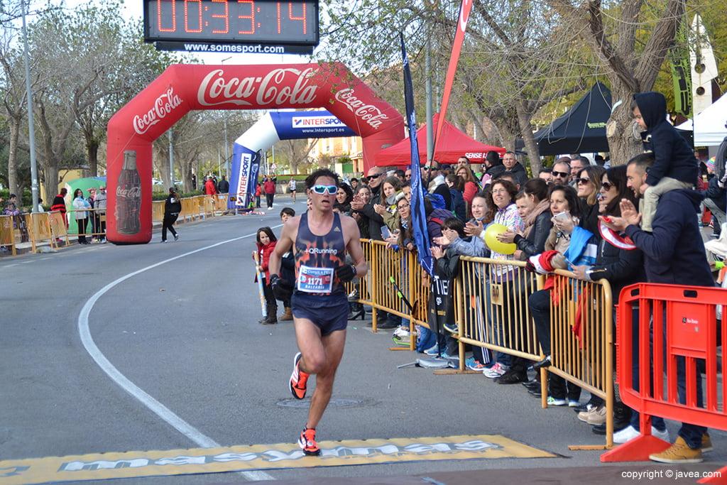 José Félix Pons cruzando la meta