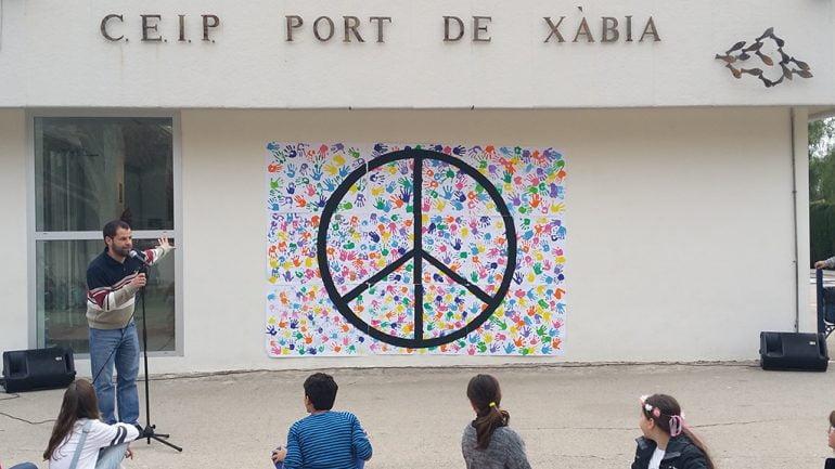 Mural de La paz en el colegio Port Xàbia