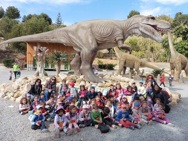 Escolares del CEIP Port de Xàbia en Dinopark