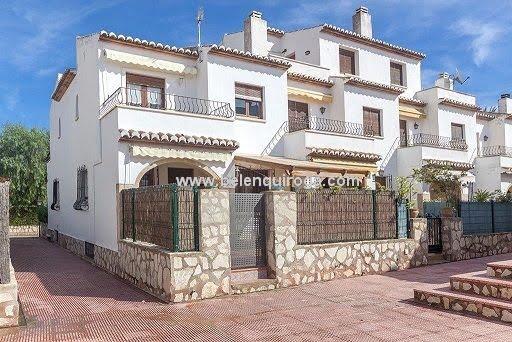 Inmobiliaria Belen Quiroga - Fachada del bungalow