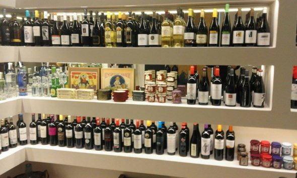 Exposición de botellas Vins i mes