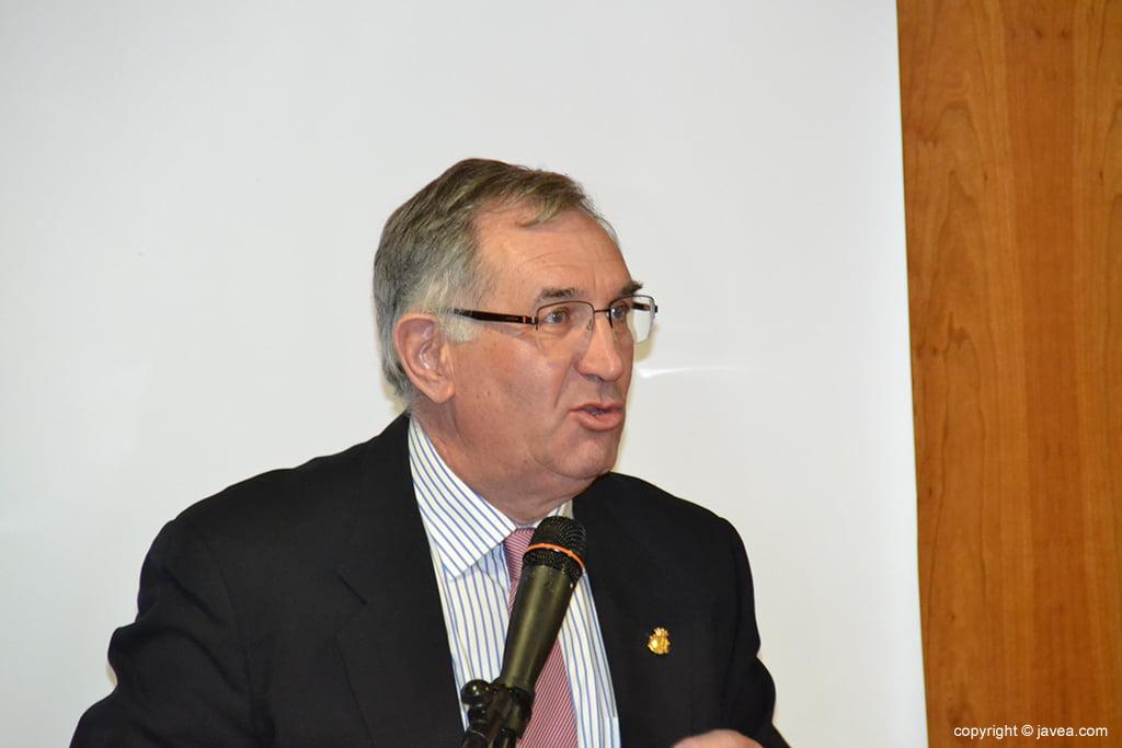 Josep Segarra durant el seu discurs