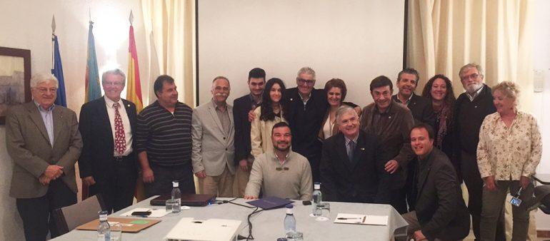 Miembros del Club Rotario de Jávea con José Melenchón