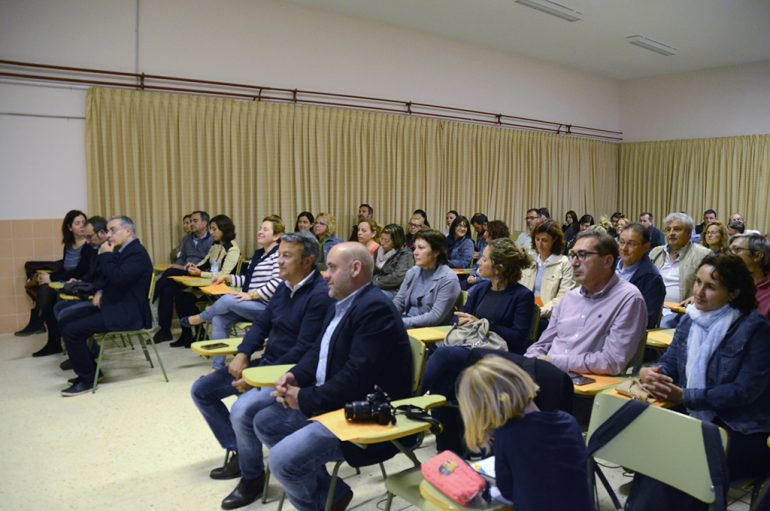 Público asistente a la Escola de Pares del IES Antoni Llidó