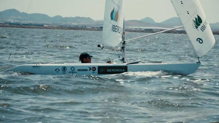 Rafa Andarias navegando en su barco