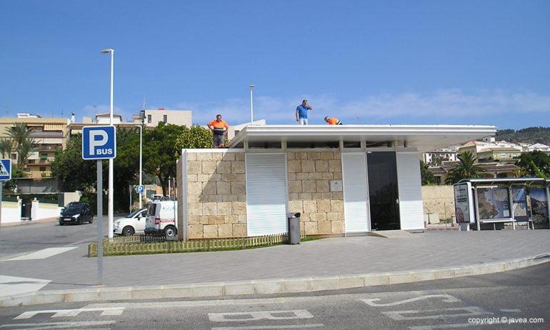Arreglos en la cubierta del Baret del Bus en Xàbia
