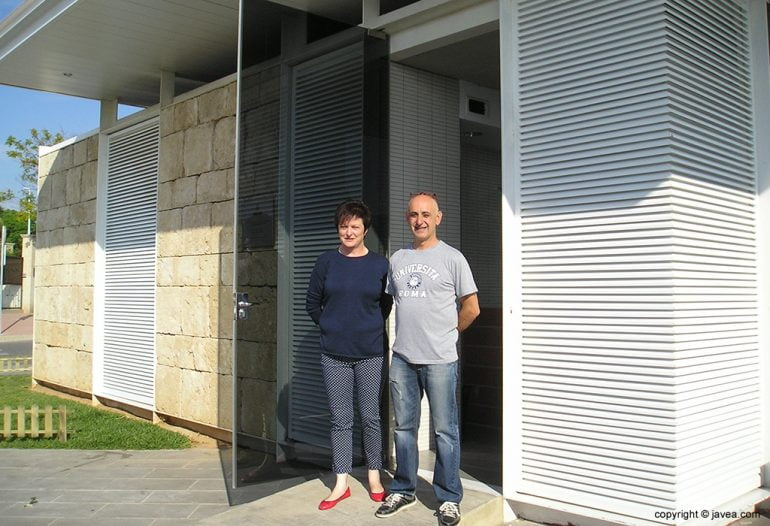 Eduardo Devesa junto a su esposa en el baret del Bus de Xàbia