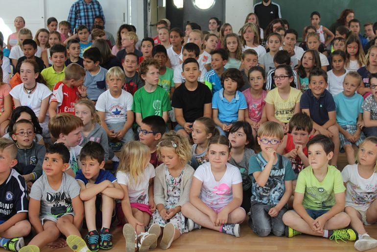 Escolares durante el teatro