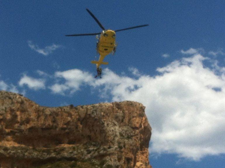 Helicóptero evacuando al senderista