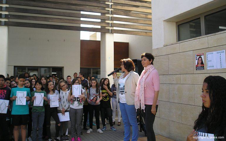 Las profesoras Mónica Plá y Tere Catalá presentando el acto