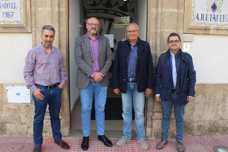 Els edils Josep Femenia i Vicente Grimalt a l'ajuntament de Benitatxell