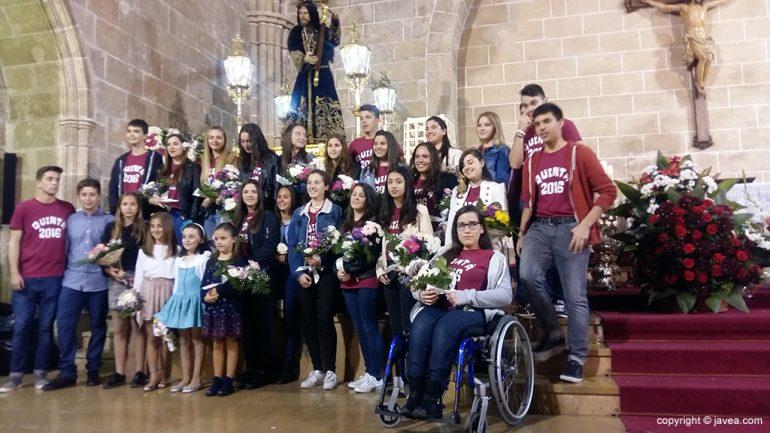 quintos 2016 en la ofrenda al nazareno