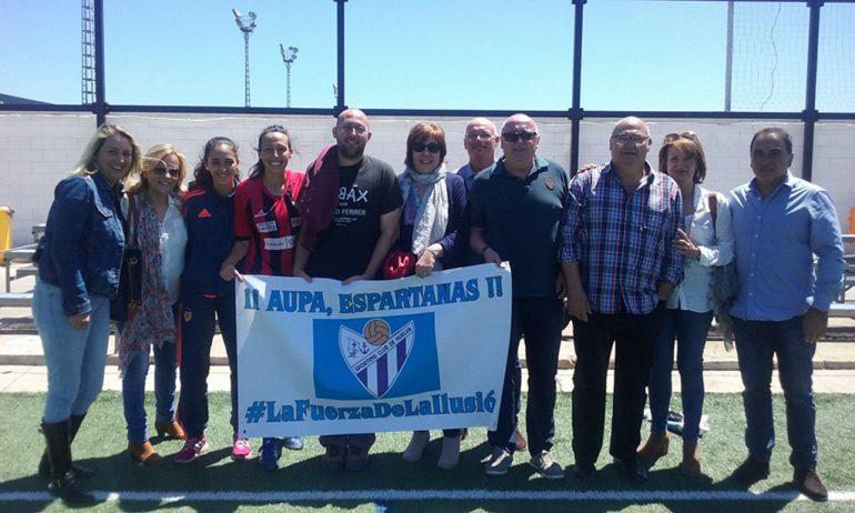 Sandra Castelló junto a familiares y amigos en Valencia