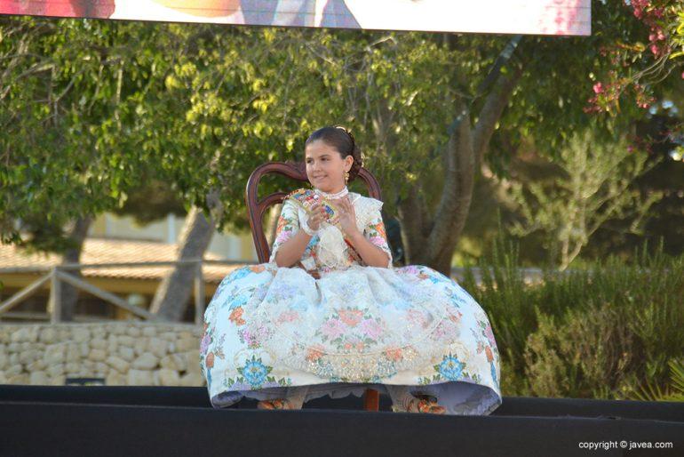 Ainhoa Buigues aplaudiendo durante el acto