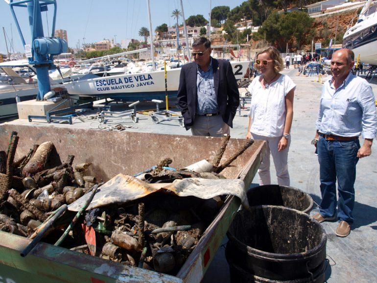 Basura extraida del fondo del puerto
