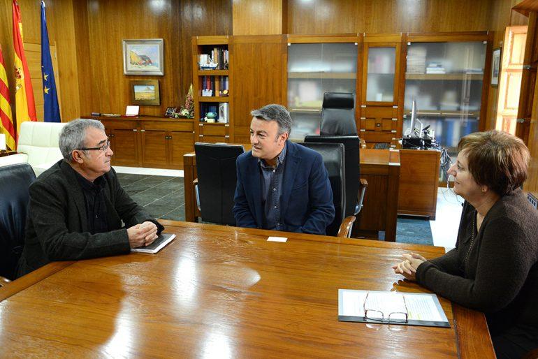 El alcalde y el edil de sanidad reunidos con el comisionado de la Marina Alta