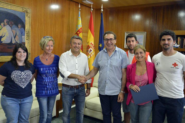 El presidente de Cruz Roja tras firmar el convenio con el ayuntamiento