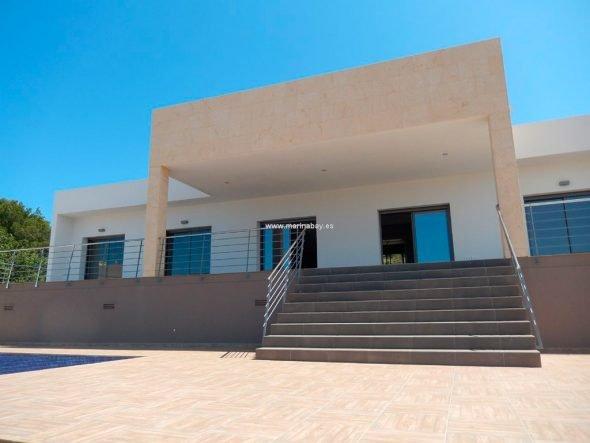 Entrada y  Jardín CHA0759 MarinaBay Homes
