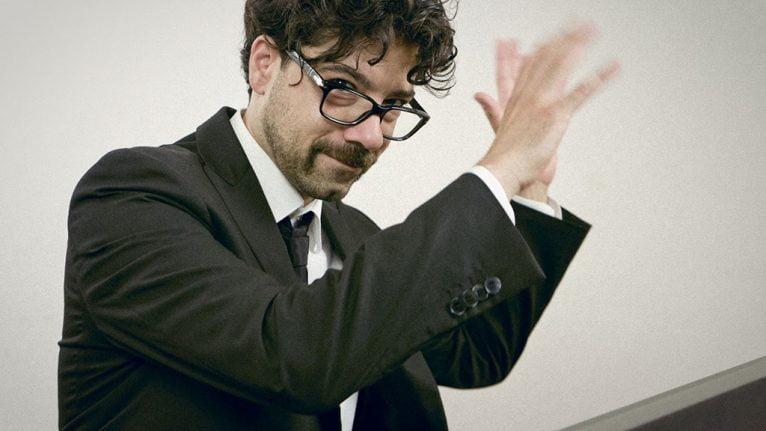 Giuliano Adorno dirigiendo durante un concierto