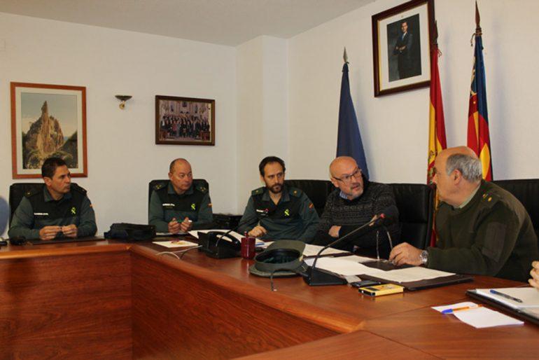 Josep Femenia reunido con miembros de la Guardia Civil
