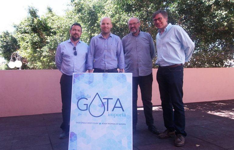 Prefeitos de Teulada e Benitatxell juntamente com representantes de Hidroqua