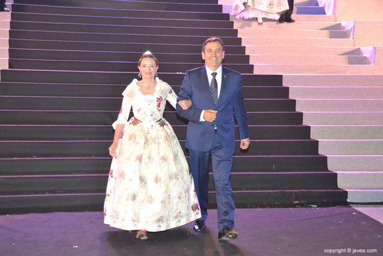 Mavi Pérez y Antonio Miragall en la presentación de la reina de Fogueres