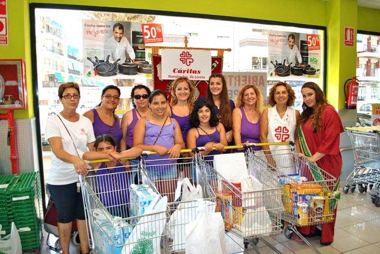 Participantes de varias filaes en la recogida de alimentos