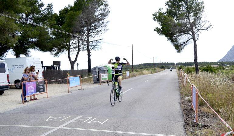 Sergio Ginés entrando en meta