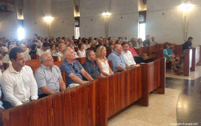 Asistentes a la misa en honor a la virgen del Carmen