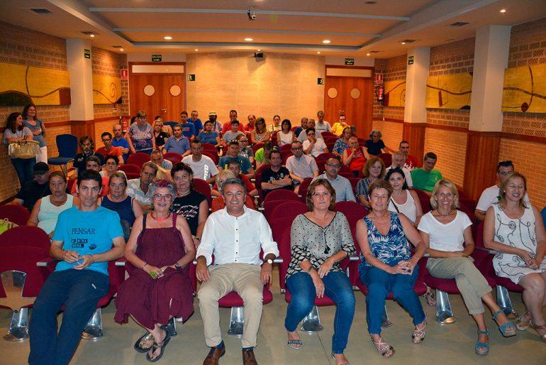 Autoridades y miembros de Tapis en el preestreno del cortometraje