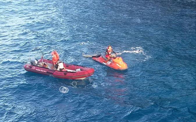 Cruz Roja Xàbia realizando un rescate en el mar