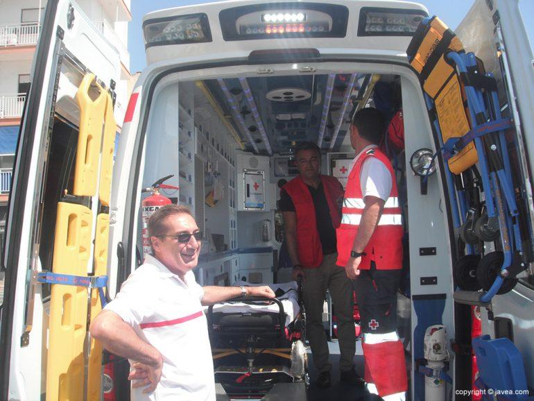 El alcalde visitó la nueva ambulancia