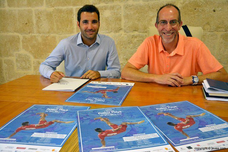 José Bas junto a Vicent Colomer presentando el torneo de fútbol playa