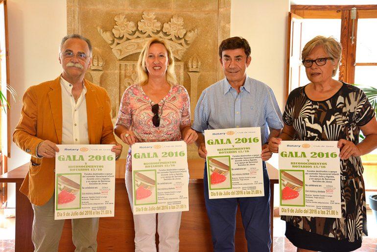 Pepa Gisbert con miembros del Club Rotary Xàbia