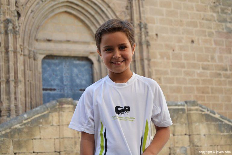 Laura con la camiseta del Club d'Atletisme Llebeig de Xàbia
