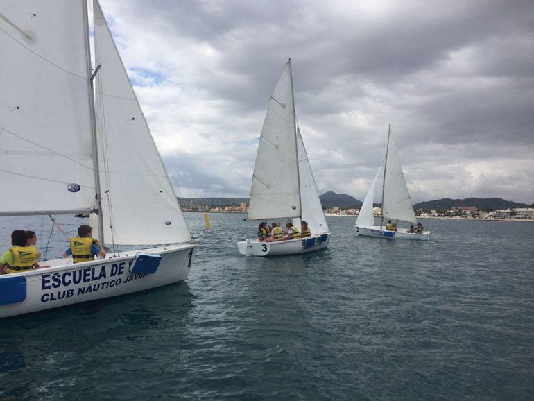 Los escolares a bordo de los barcos