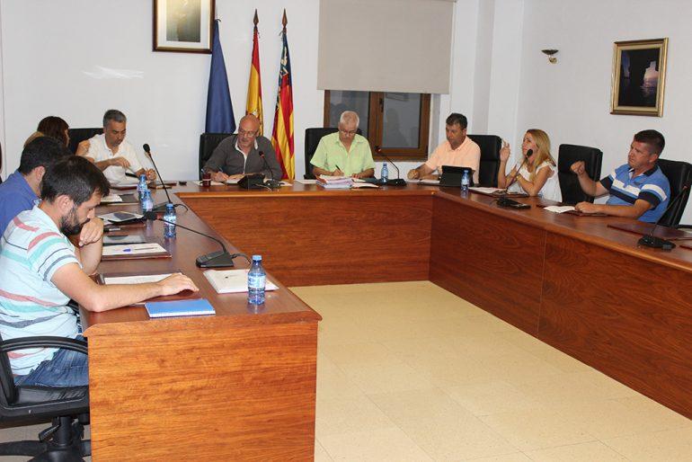Celebración del pleno en el ayuntamiento de Benitatxell