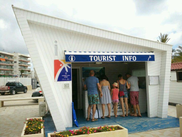 Oficina de Tourist Info en la playa del Arenal